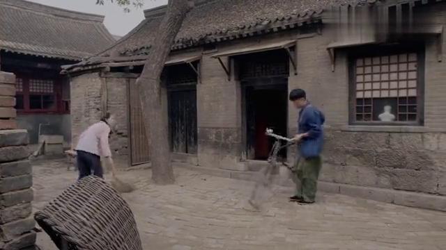 大庆趁着老妈不在,赶紧骑上自行车去河东,赶紧去找三妹了