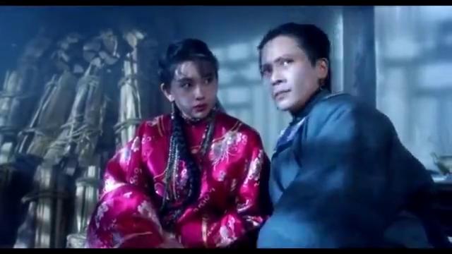 香港电影:邱淑贞纠缠李连杰,可惜对方功夫高超,被摆奇怪造型