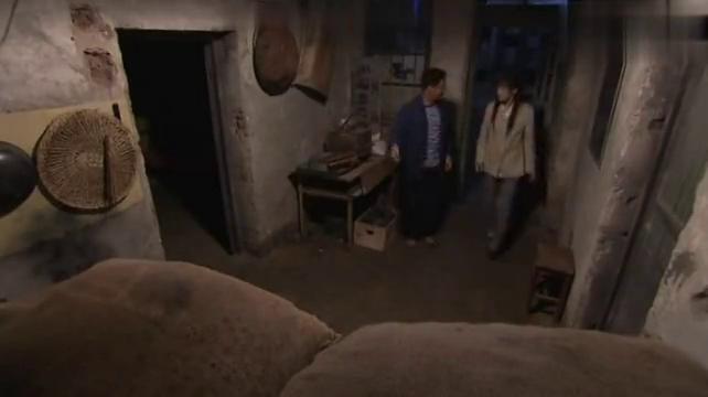为了筹手术费,准备拉跟她一起卖糖炒栗子,叶瑾感动极了