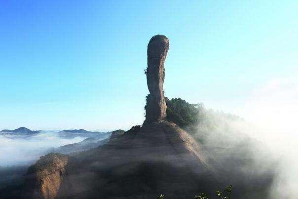 """河南""""棒槌山""""走红,人称""""上帝的拇指"""",景色不输丹霞山"""
