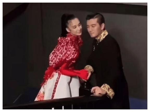 黄圣依杨子补拍婚纱照太雷人,造型遭网友吐槽:钱还真买不来审美