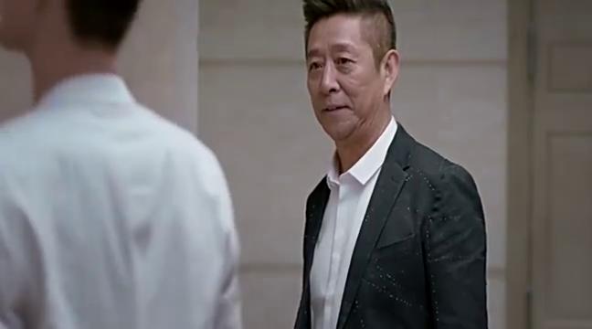 老头电梯里上下打量准女婿,笑容决定了一切