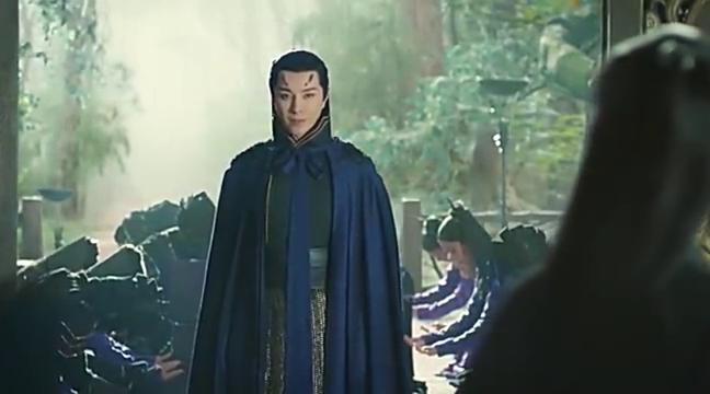 大皇子蓝袍加身,所有人都跪下了,唯独二皇子不买他的帐