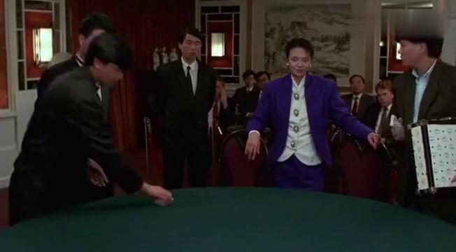 龙虎戏凤任达华郭富城胡慧中合起伙来骗吴孟达,用一张能变的扑克