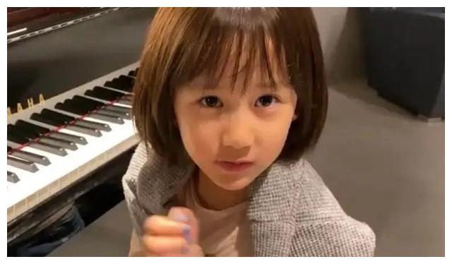 黄磊小女儿好可爱啊,模仿《西游记》里白骨精古灵精怪的