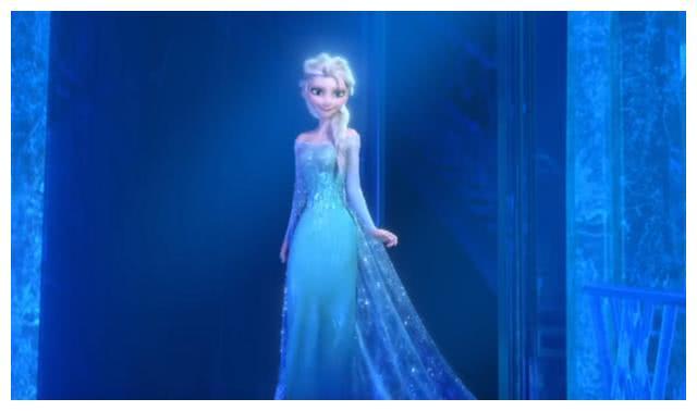 冰雪奇缘2中艾莎的四个造型,粉红礼服罕见,蓝白轻纱最惊艳