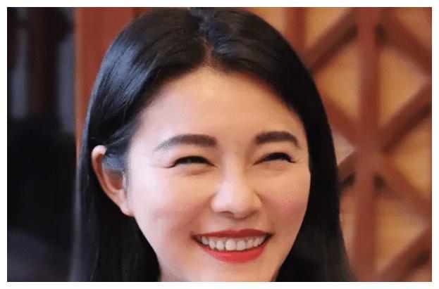 凭海岩剧与刘烨印小天一同走红,39岁于娜整容失败,近照堪比换头