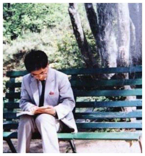 北大才子王青松,携妻隐居山林种地27年,富豪同学见面后抱头痛哭