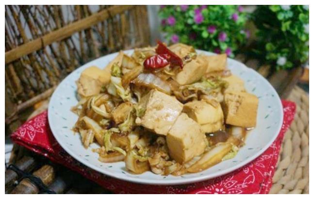 美食精选:豆腐炒白菜,青椒烧茄子,飘香红油鸡片,蒜蓉开背虾