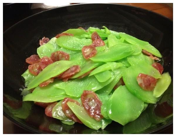 美食精选:炒年糕,广式香肠炒莴笋,酱香青鱼,家烧豆腐的做法