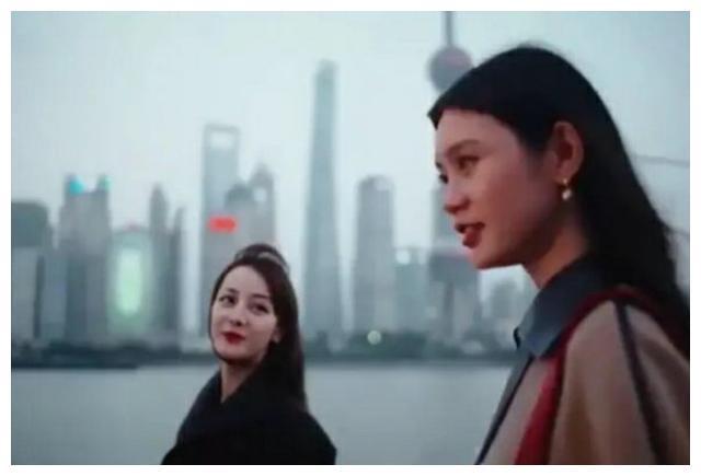 迪丽热巴奚梦瑶同拍LV大片,看清无美颜的怼脸照,差距一目了然