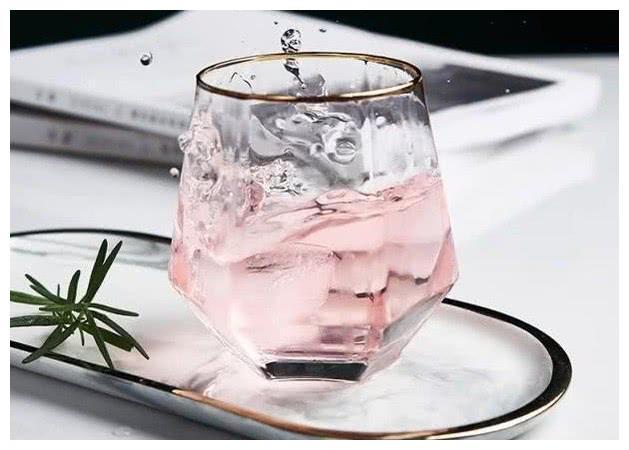 心理测试:3个水杯,你会选择哪一个,测谁一直在原地等着你