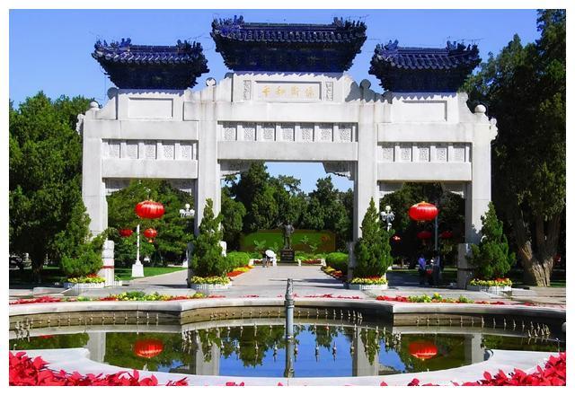 """百年沧桑:北京中山公园""""保卫和平""""石牌坊"""