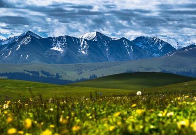 """我国最大的""""空中草原"""",坐拥中国最大赛马场,宛如天空之城"""