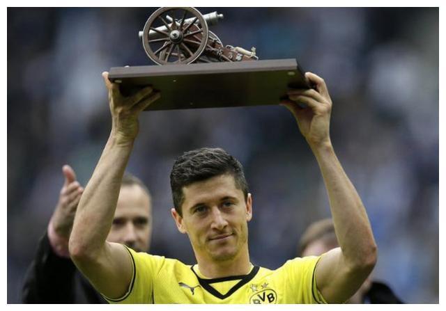 皇马7年前聘请莱万的合同曝光!诚意很足为何他仍是去了拜仁?