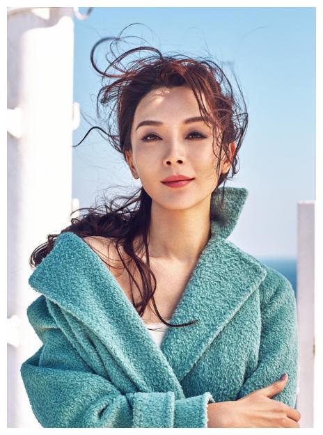 31岁凭借《暗算》走红成名的他,34岁嫁给二婚钢琴家赵胤胤