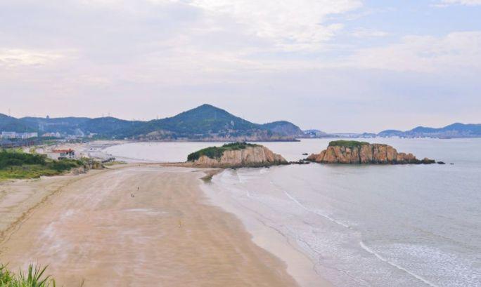 嵊泗本岛著名的海滨浴场,适合游泳、踏浪,享受浪漫海滨
