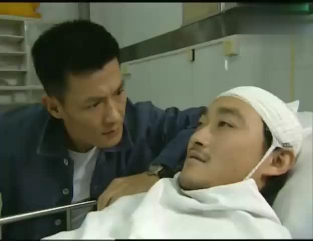 插翅难逃:杨吉光高位截瘫,不料警察仍不放过他,对着镜头扇耳光