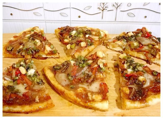 不用烤箱也能做!大叔教你自制披萨,酥脆味美,香气扑鼻,很好吃
