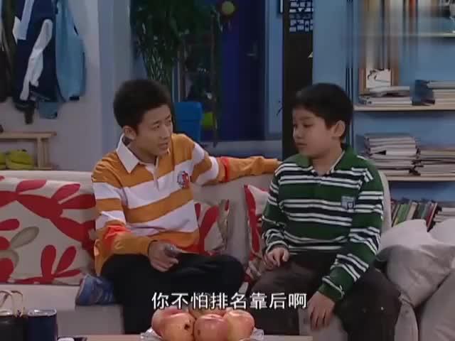 考试之后,刘梅拿到成绩单回家实行奖惩,谁料刘星竟考了班级第六