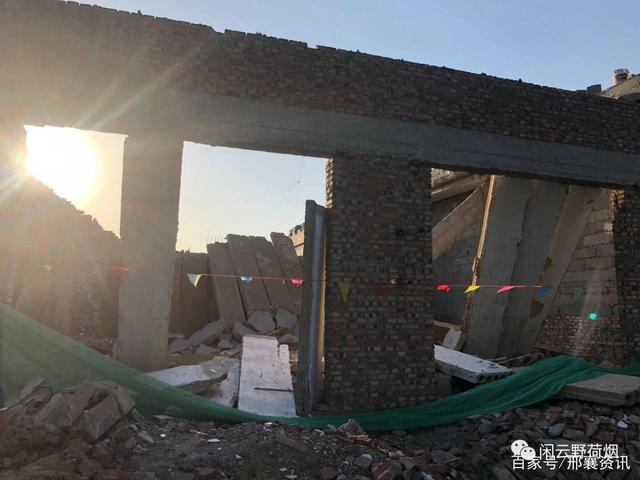 邢台内丘在建于恒倒塌 工人受伤 水泥质