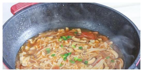 这碗汤现在喝很合适,我家每周都在喝,滋补还不上火,低脂不发胖