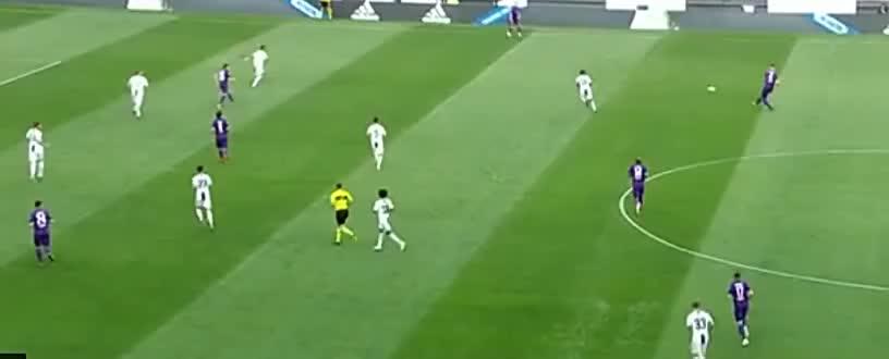 基耶萨底线倒三角回敲,什琴斯尼扑球不远,米伦科维奇跟进爆射破