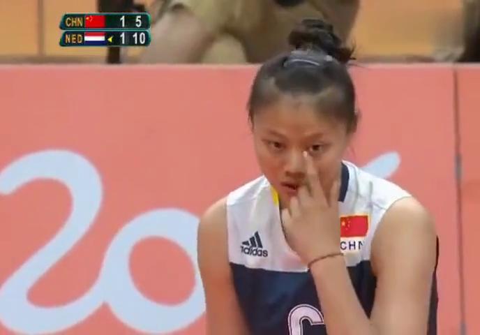 里约奥运会中国女排最高难度的一次快球,解说男运动员也难做到