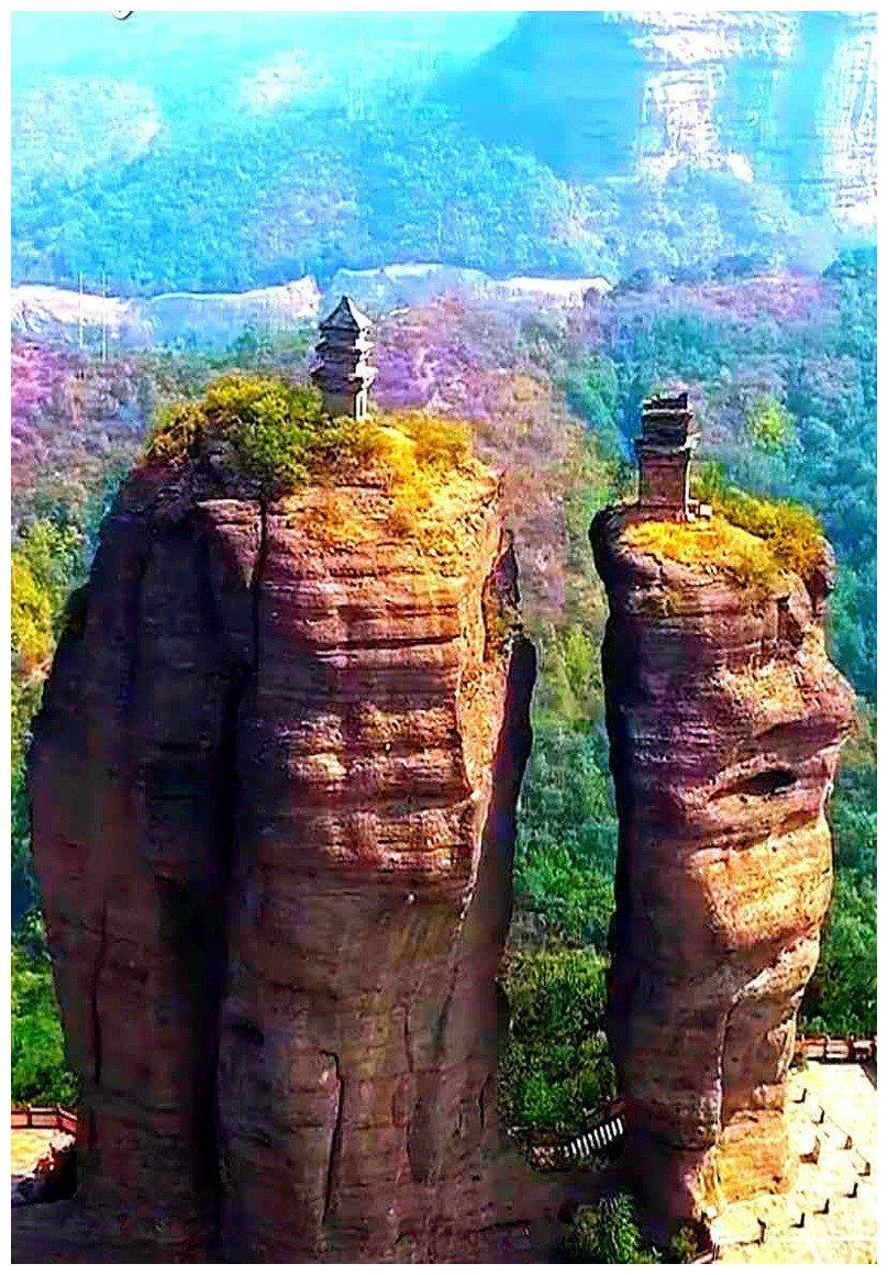 河北省山峰上的两座神秘的古塔 老人是如