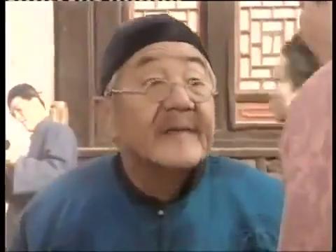 琉璃厂来了一位老北京,拿了一件家传的宝物给古玩店的老板掌眼