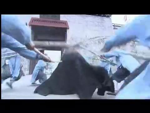少林寺传奇:十三棍僧救武王,棍阵凶猛直破凶徒金钟罩,场面精彩