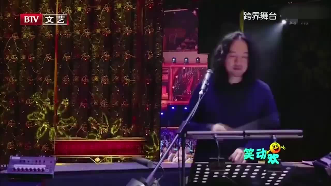 高云翔王珞丹演唱经典歌曲默契配合别有一番韵味
