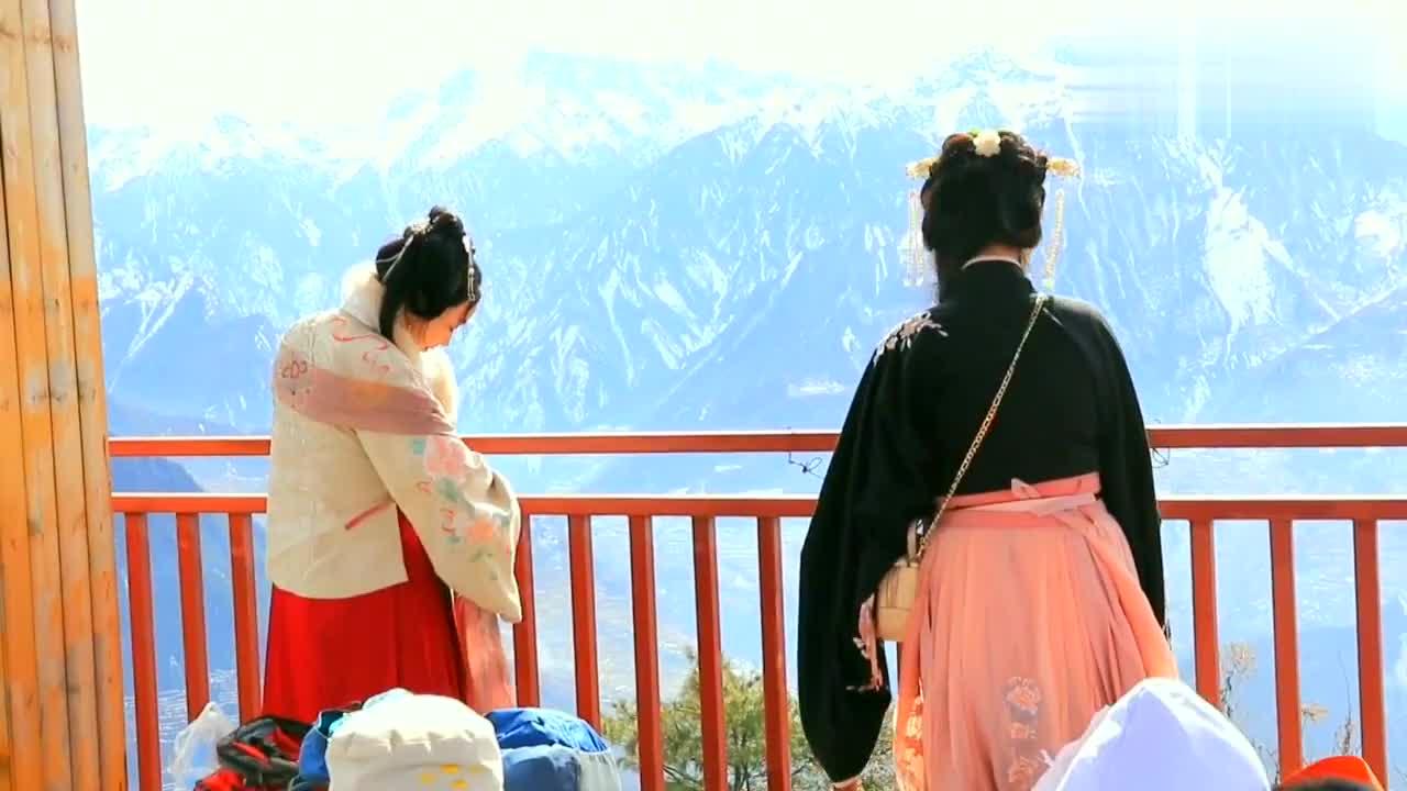 汶川县城外布瓦羌寨有这样一个观景台可自驾直达,值不值得来呢?