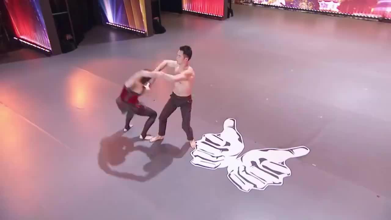 出彩中国人:小情侣出彩舞台表演双人杂技舞蹈,周立波称很棒