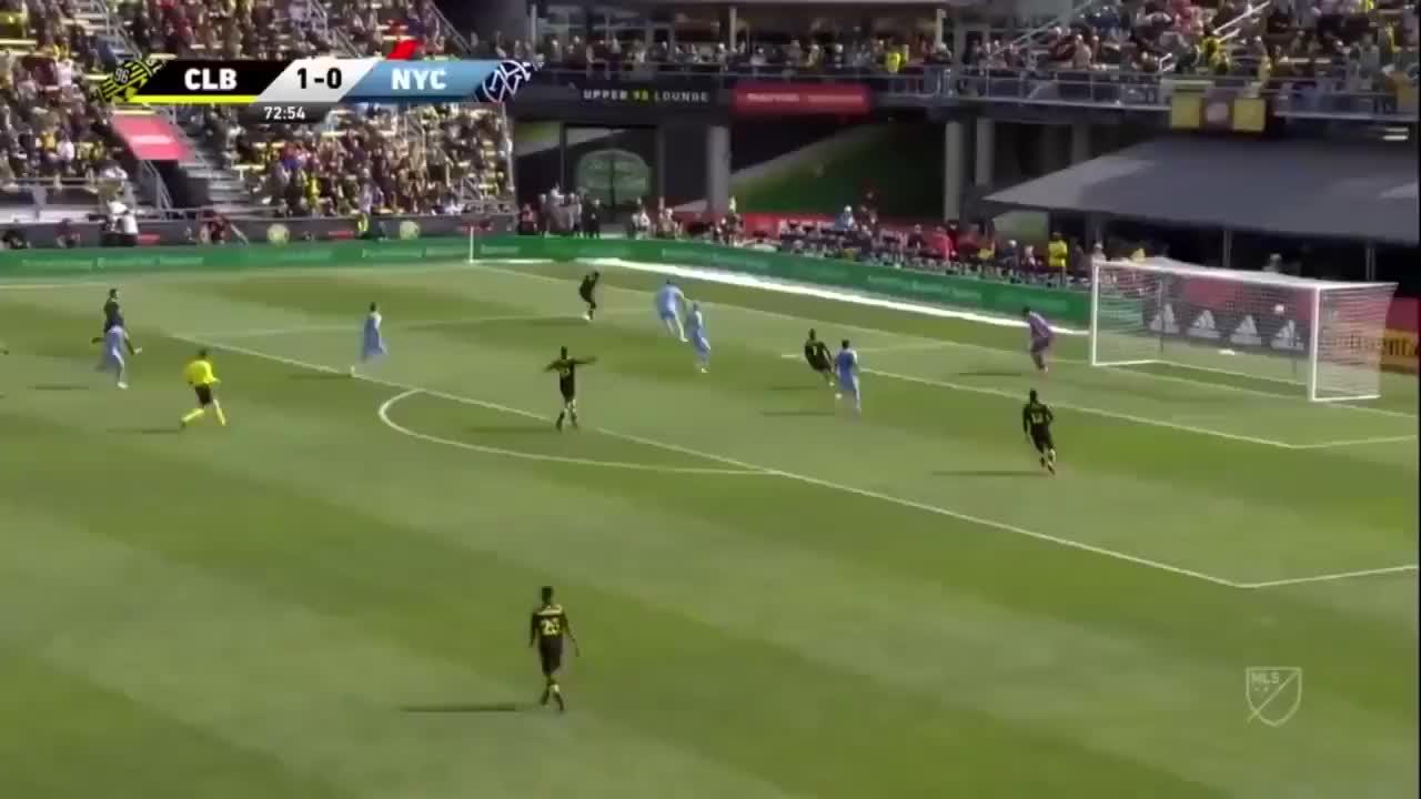 什么水平?MLS球员射门飞向角球区