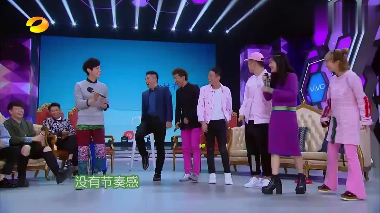 快本:潘玮柏和凤凰传奇合唱《小酒窝》,坐在一旁的吴昕听醉了!
