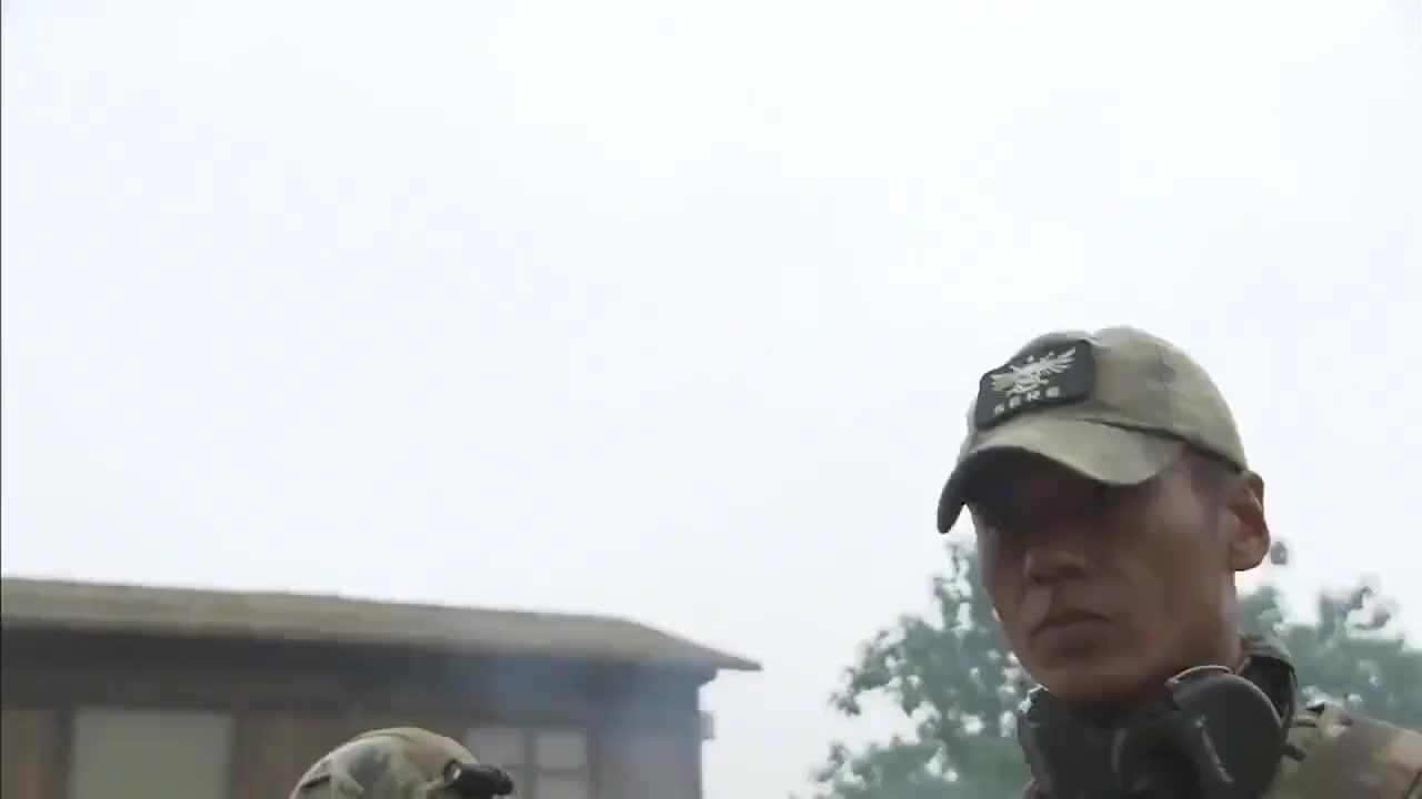 火凤凰:特训女兵火烧骷髅营,雷神都懵了:你们火种是哪来的