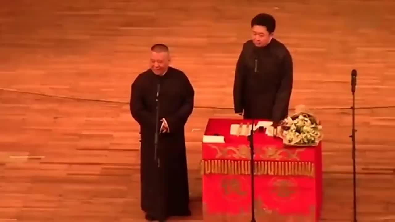 郭德纲于谦爆笑相声,北京高考状元毕业以后留学东莞,笑趴了