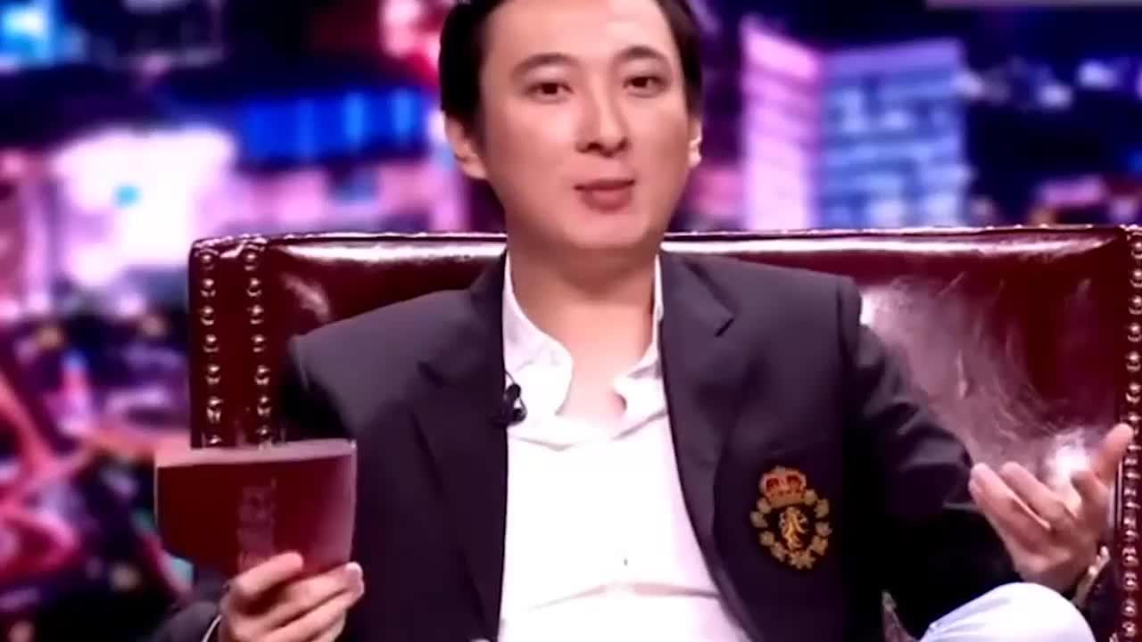 明星遇见王思聪名场面:看戚薇尤长靖在王校长面前的样子,超现实