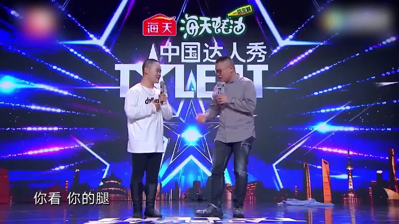 小伙子模仿岳云鹏,演的比小岳岳都像,台下观众要退票!