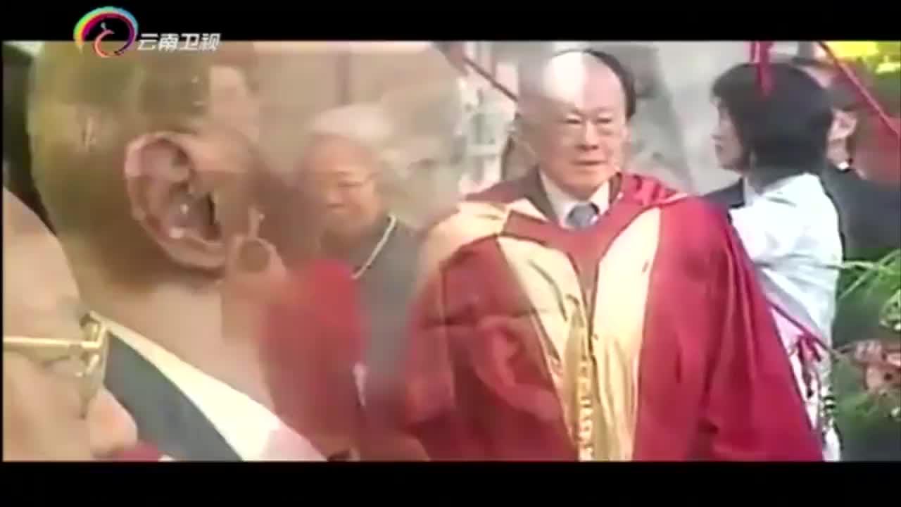 """李光耀被示威者骂是""""独裁者"""",他做出霸气回应!"""