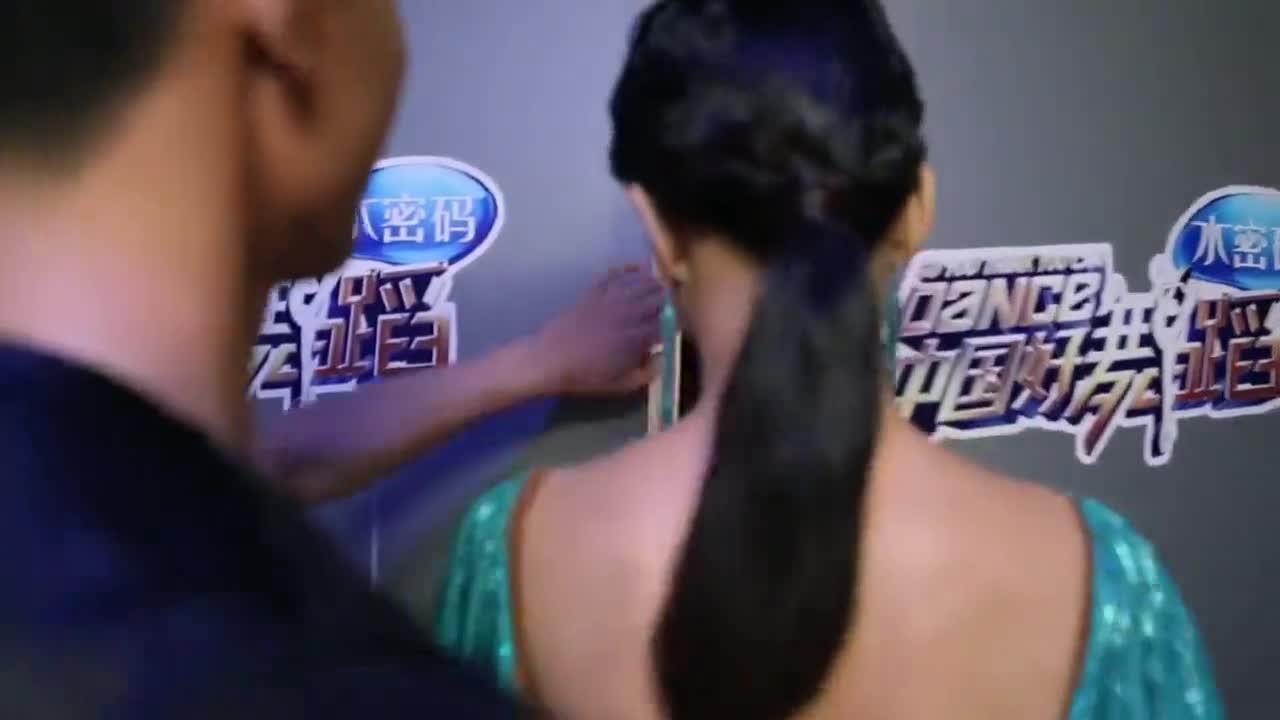 范文博携手莫叶为一年前的约定踏上舞台,献上一段恰恰舞蹈