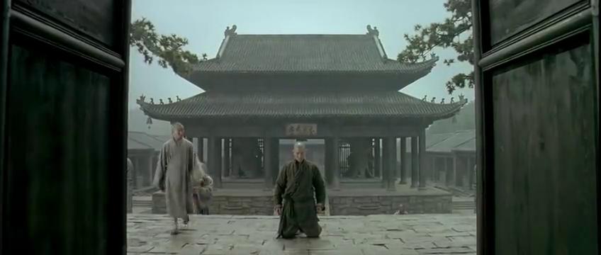 候杰欲留在少林被众人嫌弃,幸得方丈仁慈收留,被分配到成龙账下
