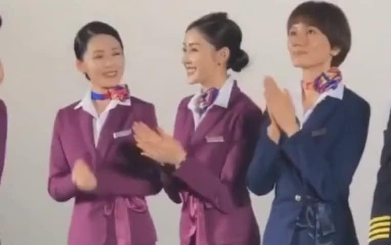 张天爱李沁袁泉穿空姐制服也太好看了,显得超级有气质啊