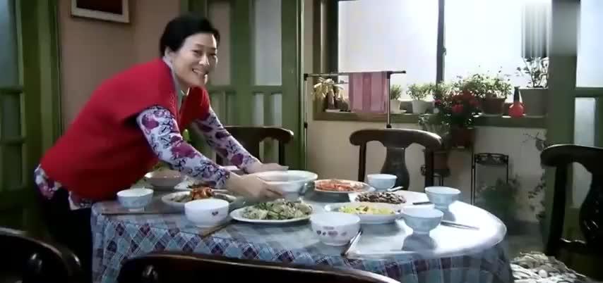 独生子女的婆婆妈妈:全家人围在一起吃饭,是父母最大的安慰!