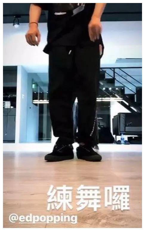 罗志祥社交平台晒练舞视频 对镜伸手比耶心情不错