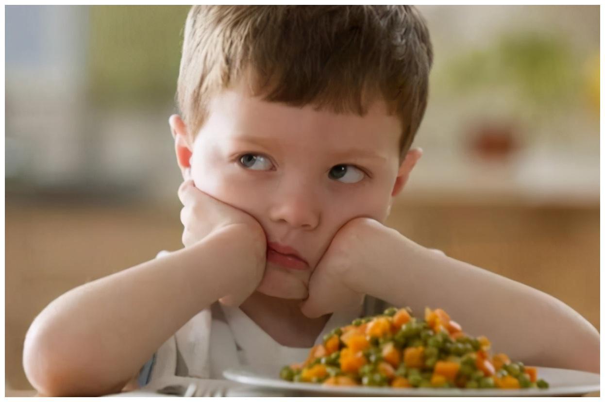 """孩子""""窝里横,外面怂""""?育儿心理学表明:和爸爸有很大关系"""