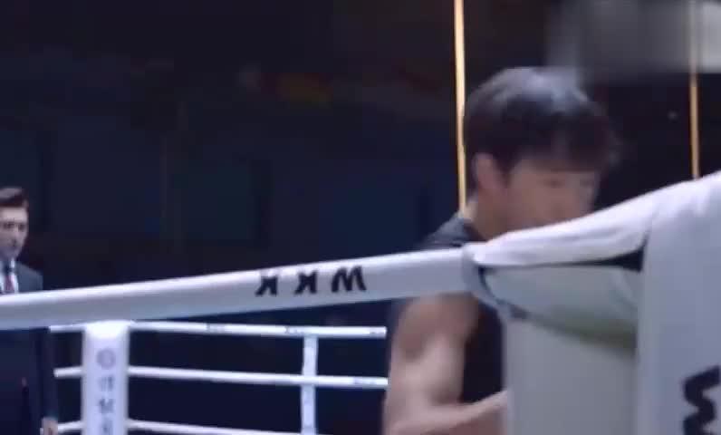 精英律师:前姐夫挑衅,没想到靳东是拳击高手,姐夫偷袭吃大亏!