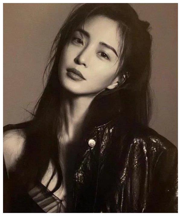 40 岁的韩艺瑟晒《W》画报,大秀野性美一直这么美不累吗?
