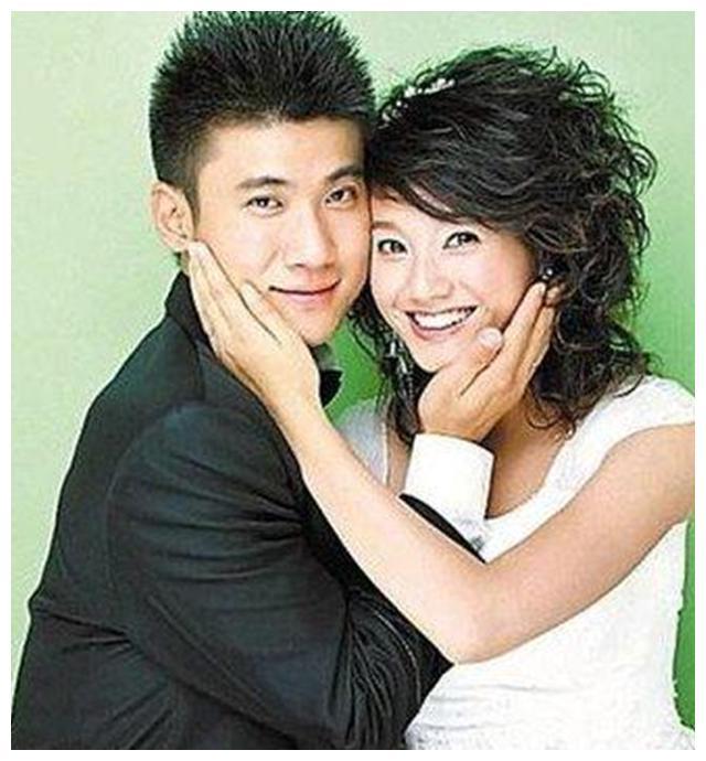"""朱丹的5段情史:26岁闪婚闪离,曾任陶喆""""小三"""",胡歌竟是过客"""